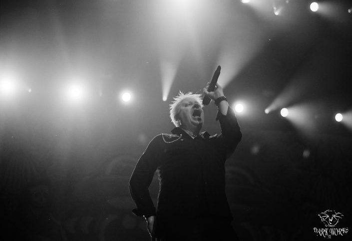 35mm - 120mm film - abbotsford - concert - offspring - black and white